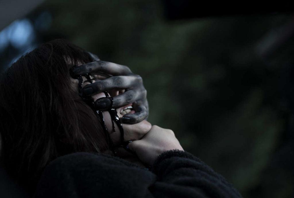 Netflix《女鬼橋》評價&劇情&分析:驚嚇滿分縝密劇情校園恐怖傳說